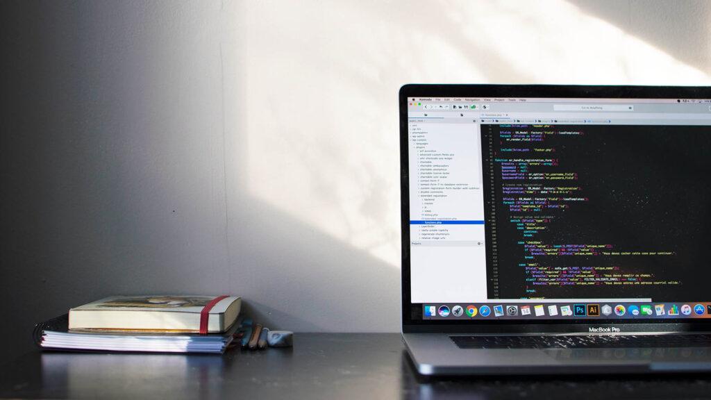 Linguagem C# - Laptop Com código de programação